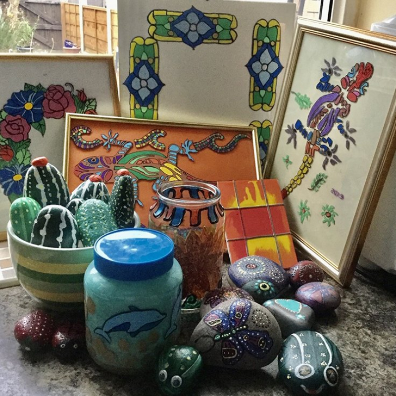 painted-glass-and-pebbles-min
